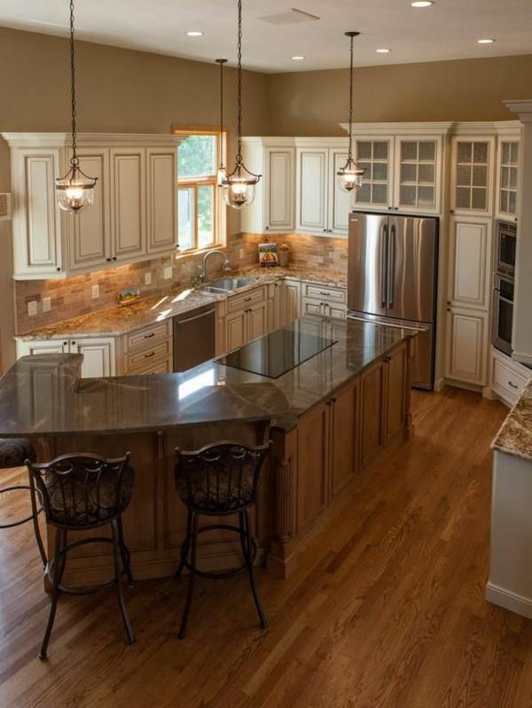 Küche-mit-einem-modernen-Design-mit-Kücheninsel