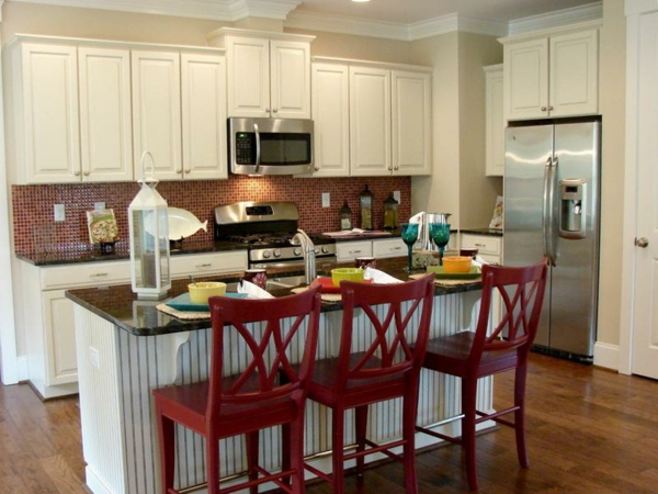 Küchen-Interior—Design-Idee-mit-schönen-Eierschalenfarben