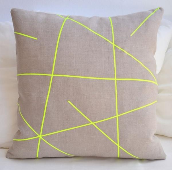 Kissen-mit-neon-Gelb