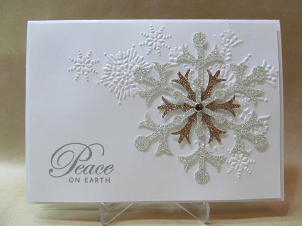 -Kreative--Ideen-für-Gestaltung-von- Weihnachtskarten-Schneeflocken-