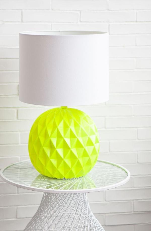 Lampe-tolle-Dekoration-mit-frischen-neon-Farben