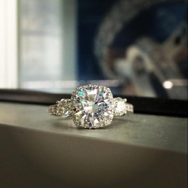 Luxus-wunderschöner-Verlobungsring