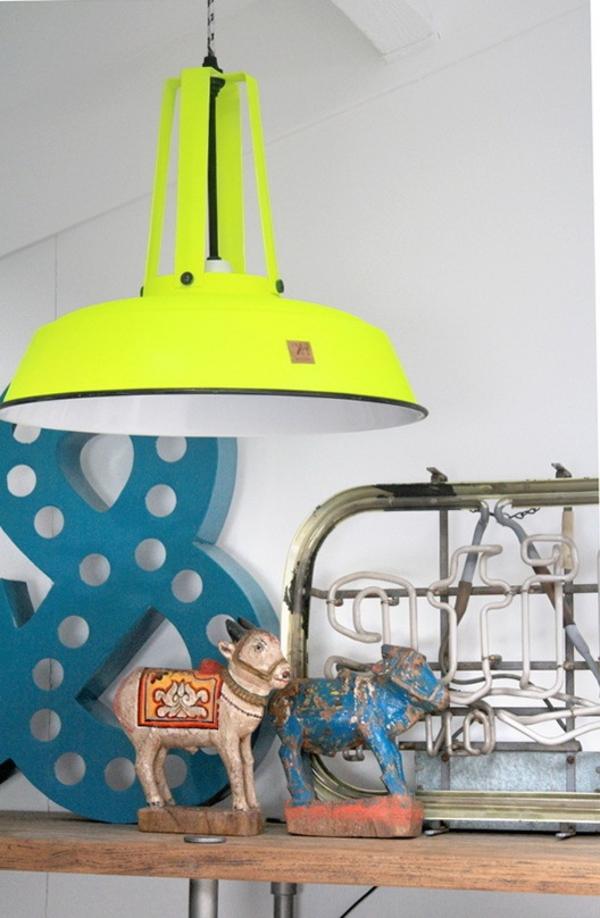 Neon-Akzent-wunderbares-Interior-mit-Neonfarben