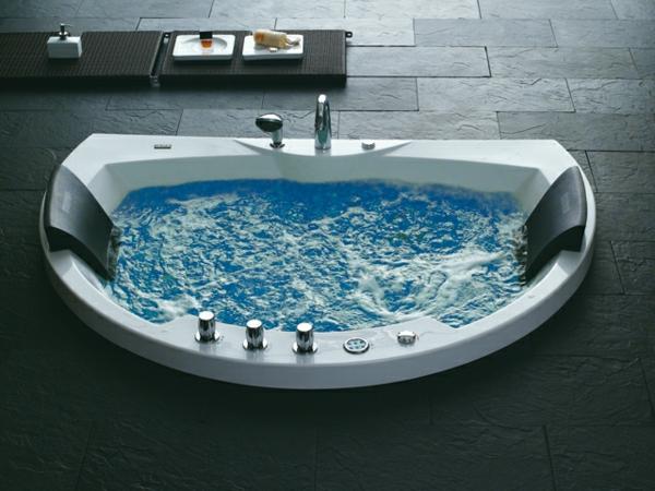 super-moderner-Whirlpool