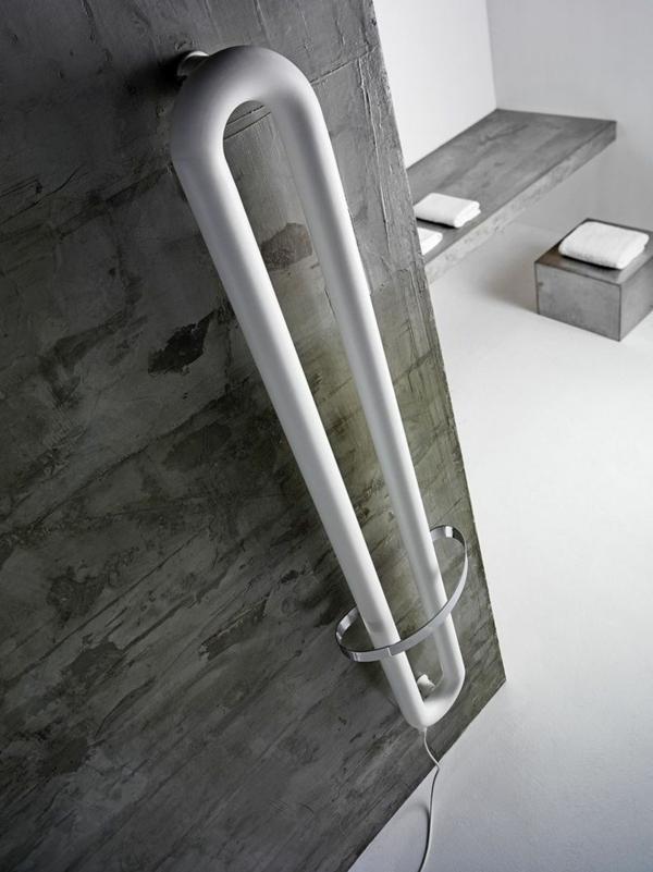 Radiator-elektrisch-graue-Wände-im-Badezimmer