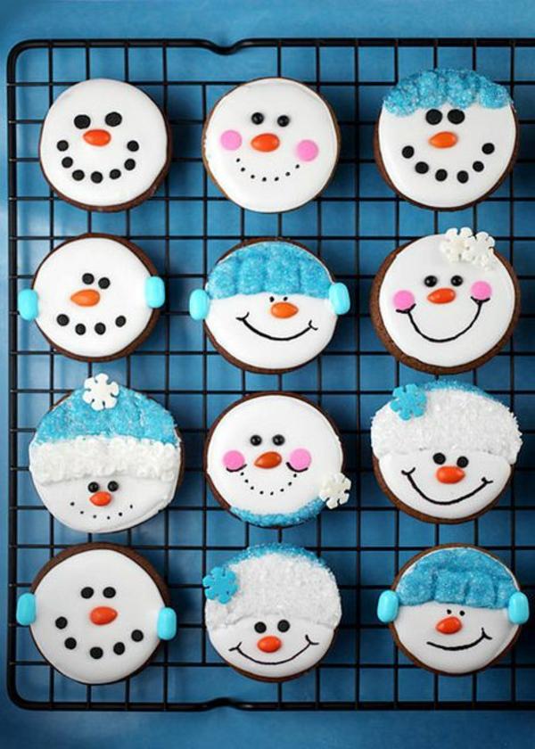 Rezepten-Cupcakes-für-Weihnachten-Schneemann-Dekoration