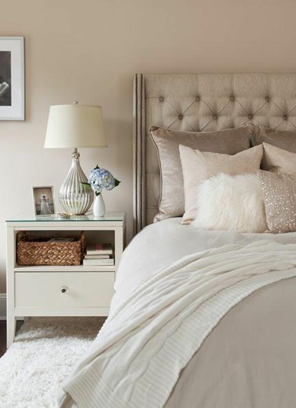 Schlafzimmer-Interior—Design-Idee-mit-schönen-Eierschalenfarben