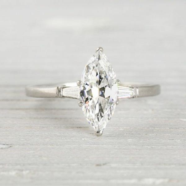 Schmuck-Design--wunderschöner-Verlobungsring