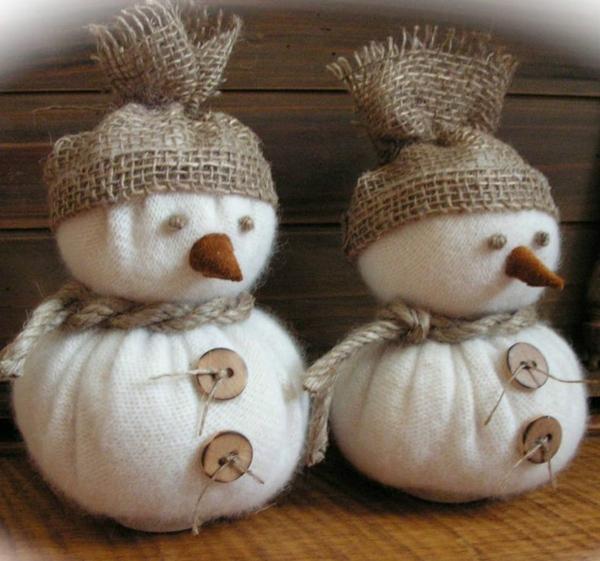 Schneemänner-Weihnachtsdekorationen-selber-basteln