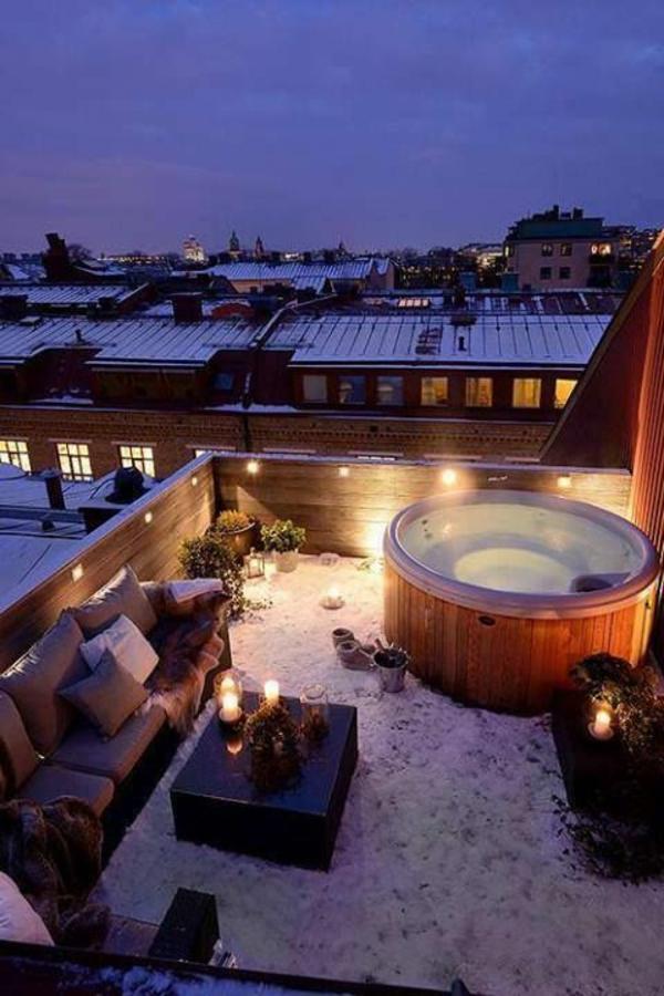 Terrasse-mit-einem-tollen-Jakuzzi