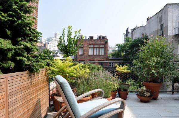 Terrasse-mit-modernen-Möbeln-einrichten-Schukesessel