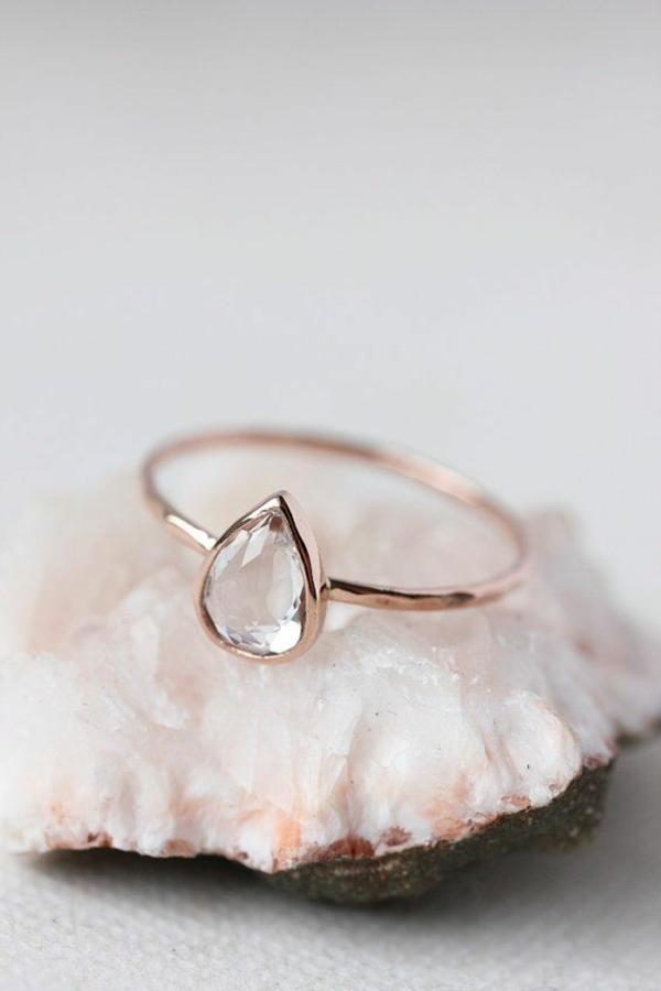 Tränenförmig-wunderschöner-Verlobungsring
