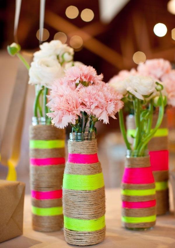 Vasen-tolle-Dekoration-mit-frischen-neon-Farben