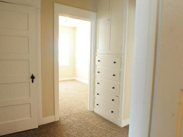Wandfarbe-Eierschalenfarben-im-Zimmer