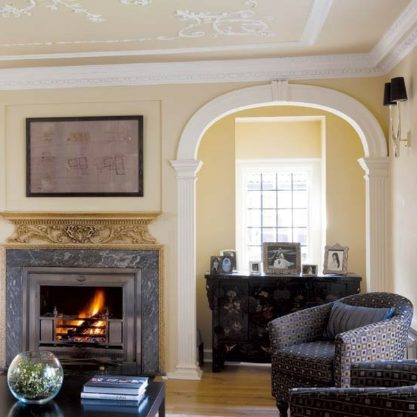 Wandfarbe-Eierschalenfarben-schwarze-Sofas-super-schöne-Eierschalenfarben-für-ein-modernes-Wohnzimmer