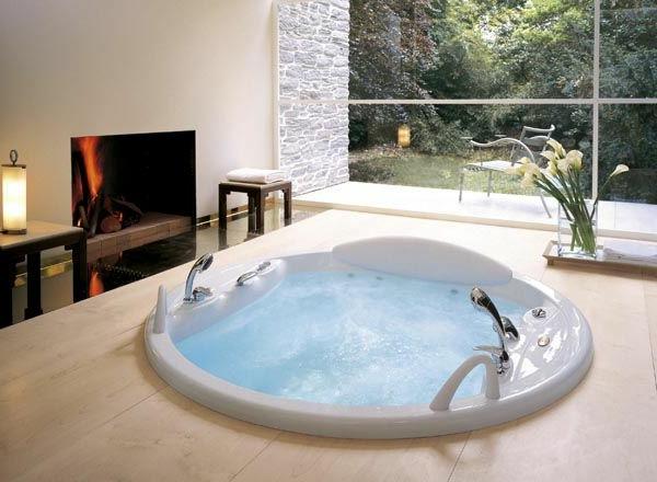 Whirlwanne-für-Innen-runde-Form-modernes-Badezimmer