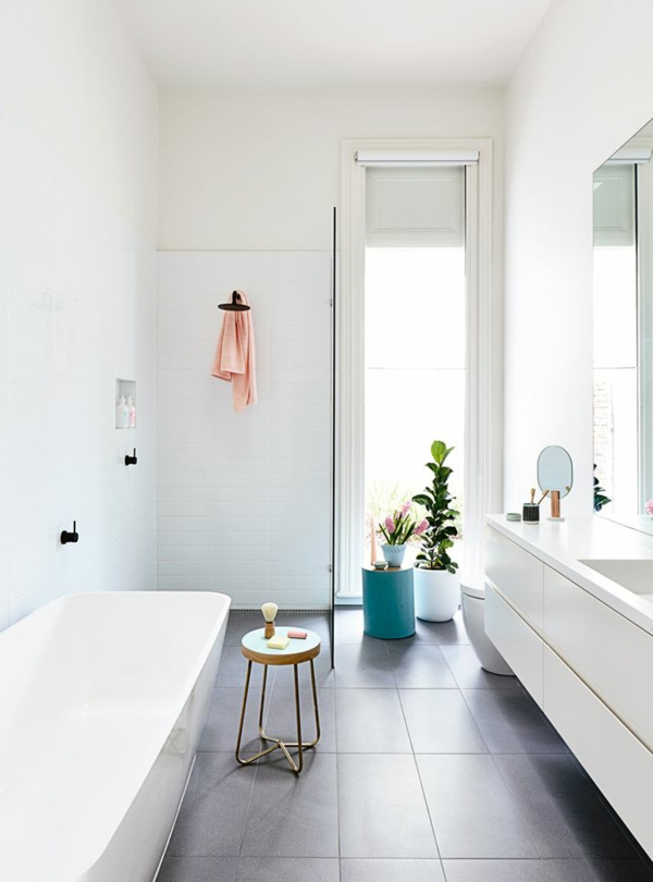 aktuelle-Beispiele-für-ein-modernes-Badezimmer-Weiß