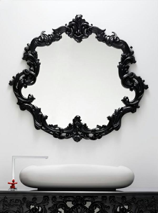 aristokratisches-badezimmer-mit-einem-designer-badspiegel