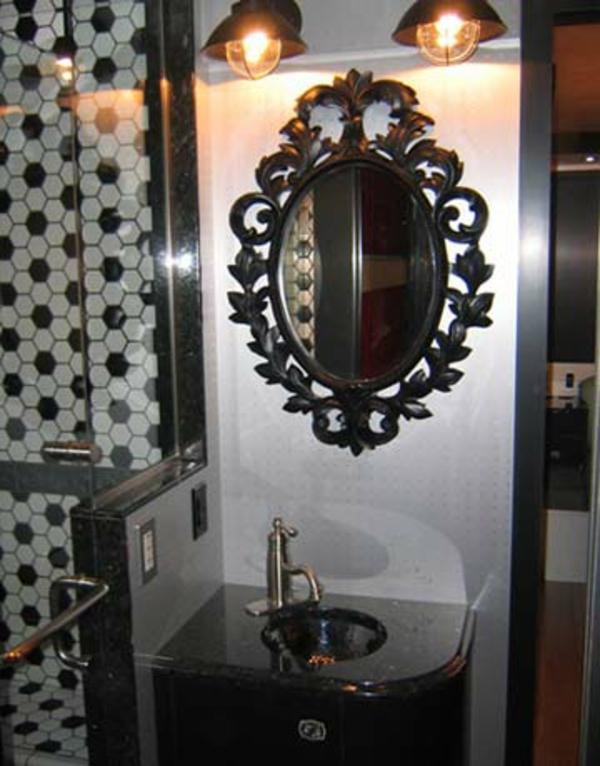 aristokratisches-modell-vom-badspiegel