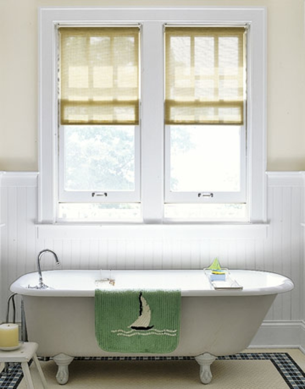 Atemberaubendes Badezimmer Mit Hellen Rollos Für Badfentser