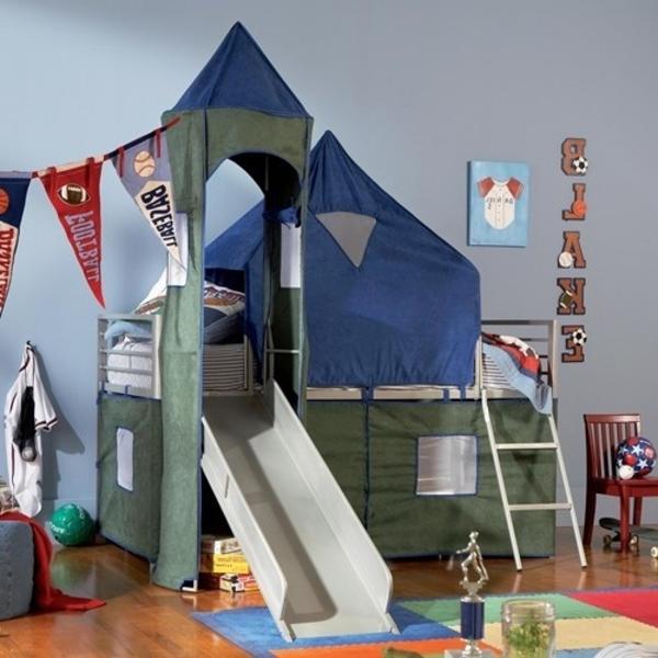 auffälliges-kinderzimmer-mit-hochbett-und-rutsche