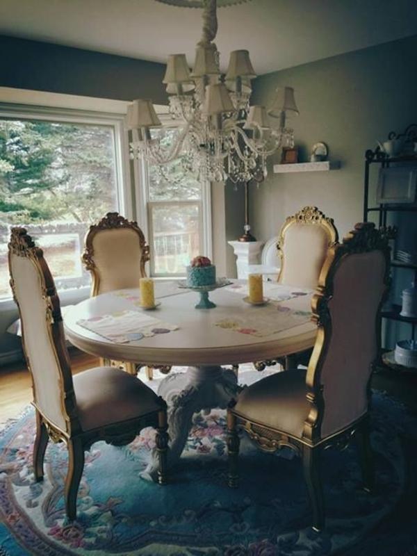 barock-esszimmer-einrichten-vier-stühle