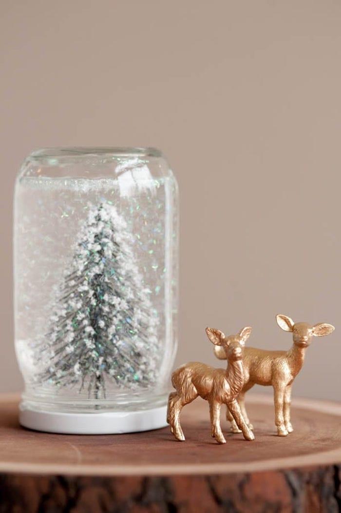 Einmachglas selber machen Schritt für Schritt, Tannenbaum und künstlicher Schnee
