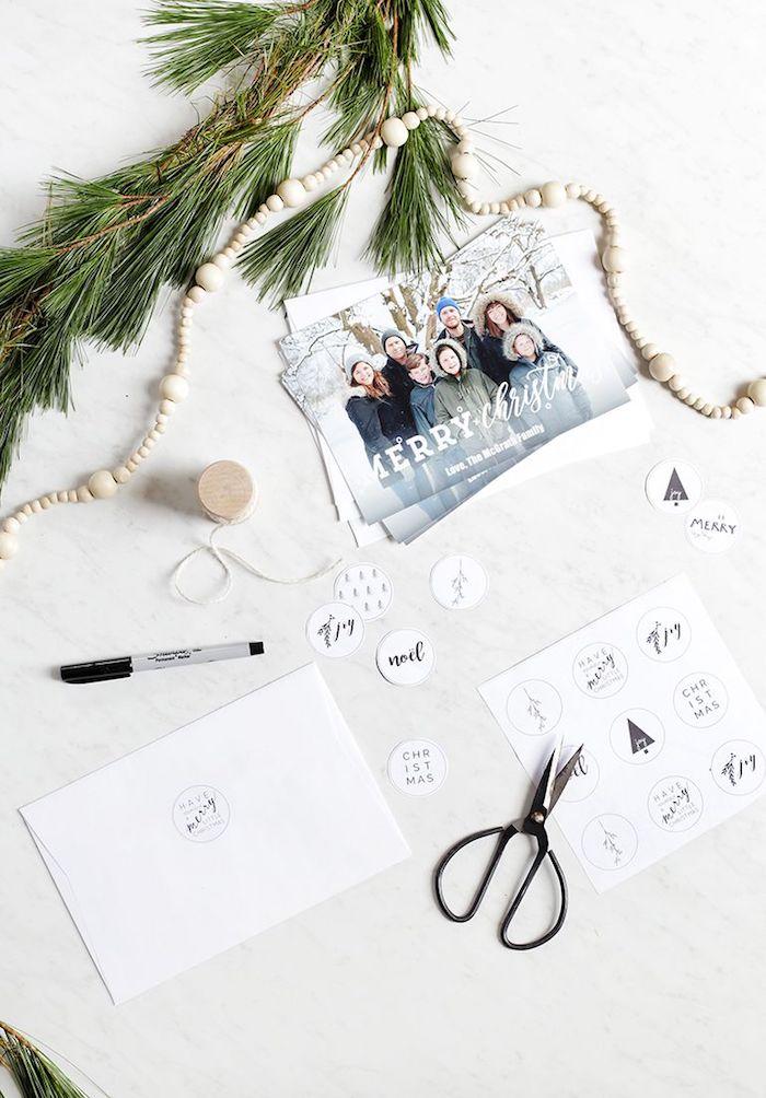 Personalisierte Weihnachtskarten mit Foto selbst gestalten, kleine Elemente ausschneiden