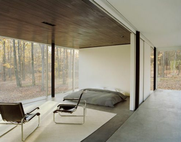 beige-schlafzimmer-modern-gestalten-mit-einer-gläsernen-wand