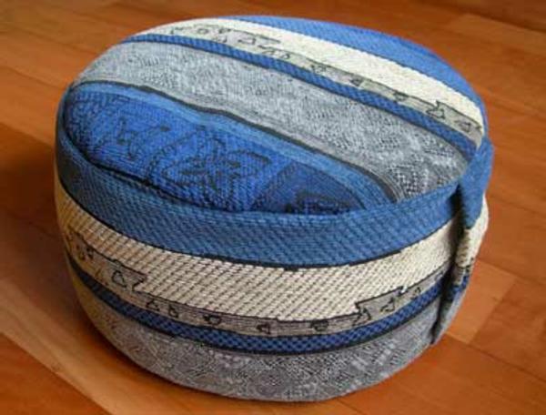 boden   sitzkissen-in-blau-und-weiß