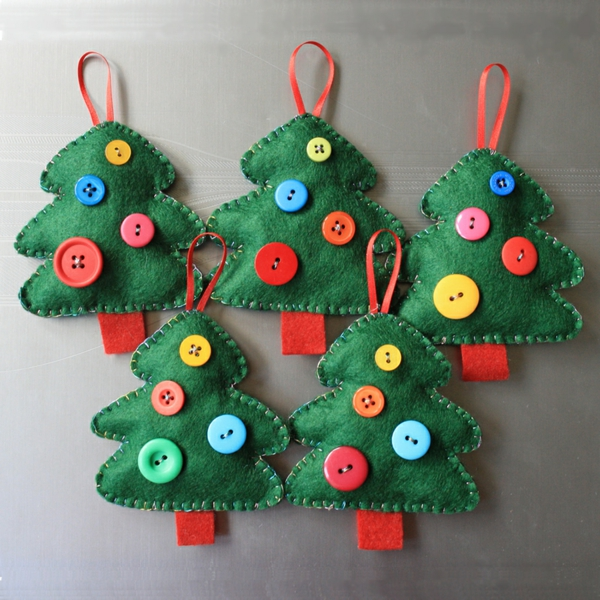 christmas-trees-buttons-resized
