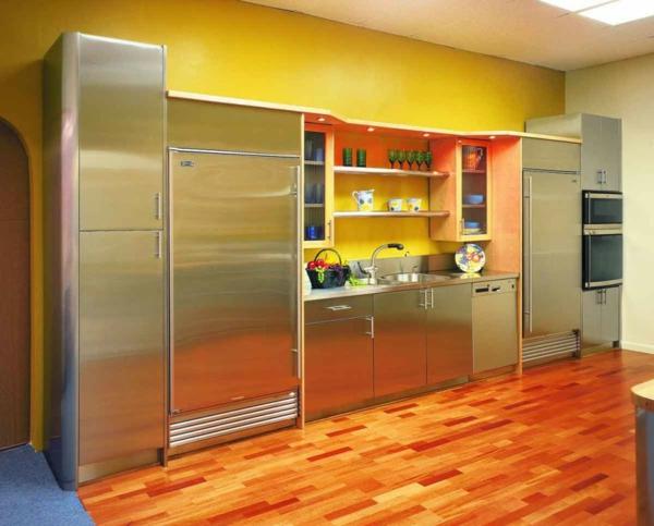 coole-gelbe-küchen-wandfarbe-möbel-aus-metall