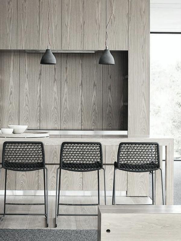 coole-schwarze-Esszimmerstühle-mit-modernem-Design