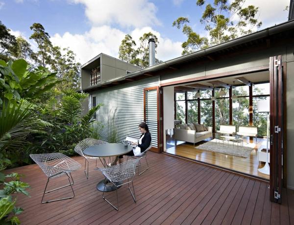 dekoideen-terrassengestaltung-holzboden-bank-beleuchtung