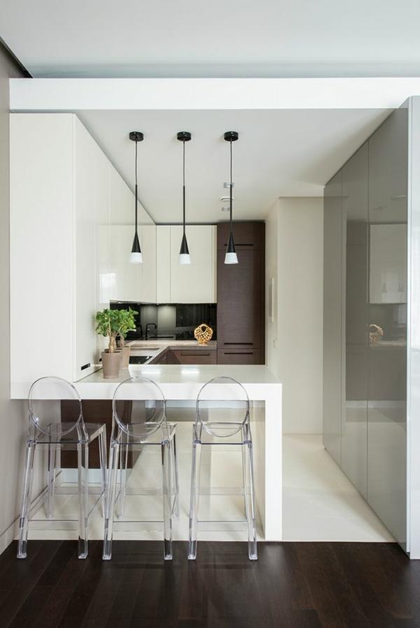 durchsichtige-Esszimmerstühle-mit-modernem-Design-