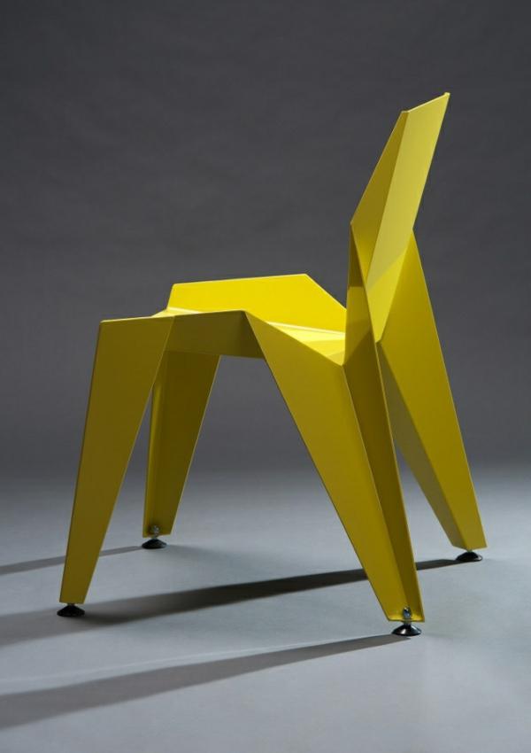 effektvoller- Designstuhl-in-Gelb-für-die-extravagante-Wohnung