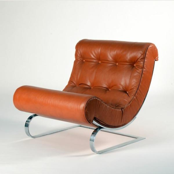 effektvoller- Designstuhl-in-Orange-für-die-extravagante-Wohnung