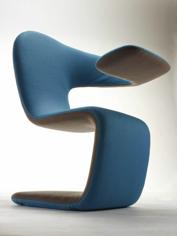 effektvoller- blauer-Designstuhl-für-die-extravagante-Wohnung