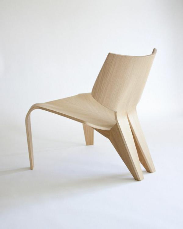 effektvoller- hölzerner-Designstuhl-für-die-extravagante-Wohnung