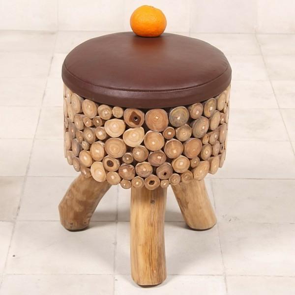 effektvolles-Design-Hocker-aus-Holzstämmen