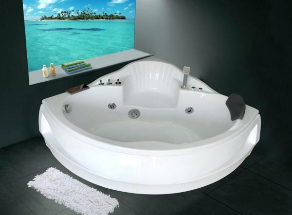 -ein-modernes-Badezimmer-mit-einer-Whirlwanne
