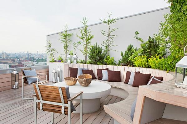 eine-fantastische-Terrasse-mit-modernen-Möbeln-einrichten