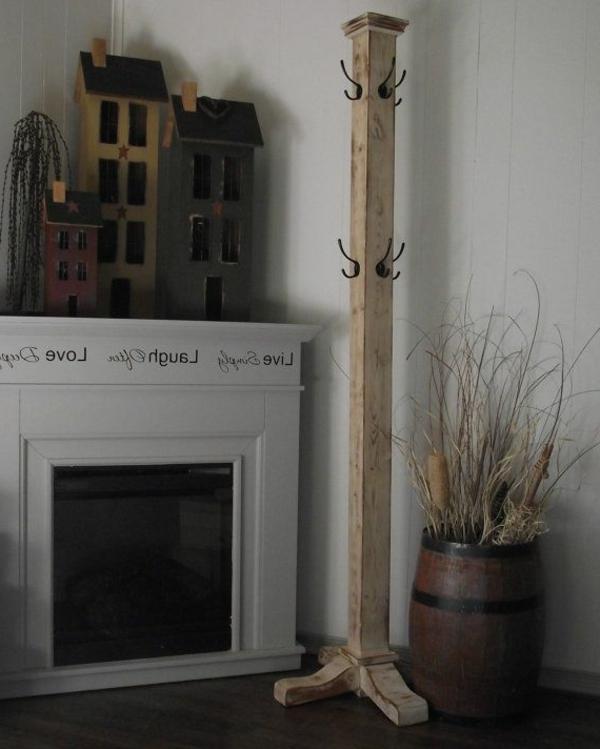 einfacher-Kleiderständer-aus-Holz-tolle-Wohnideen