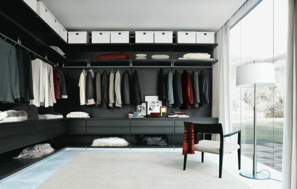 exklusiver-begehbarer-Kleiderschrank-aus-dunklem-Holz