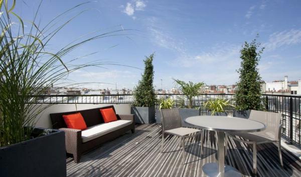 fantastische--Terrasse-mit-modernen-Möbeln-einrichten