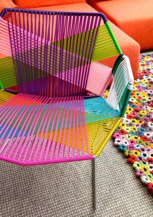 fantastischer-Stuhl-in-neone-farben