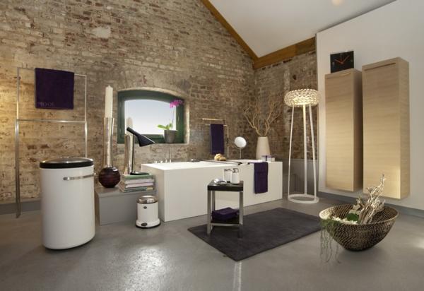 -fantastisches-Badezimmer-mit-moderner-Gestaltung-Natursteinoptik