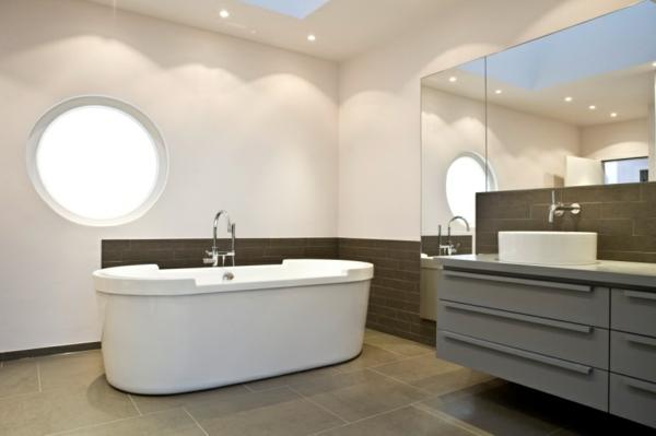fantastisches-Badezimmer-mit--moderner-Gestaltung