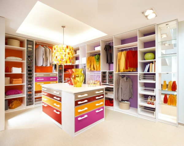 farben-im-begehbaren-kleiderschrank-52162478e94e1