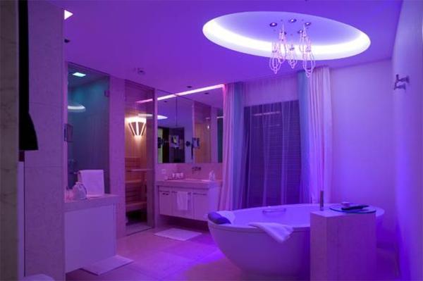 Faszinierende Beleuchtung In Dem Badezimmer  Lila  Badbeleuchtung Für Decke